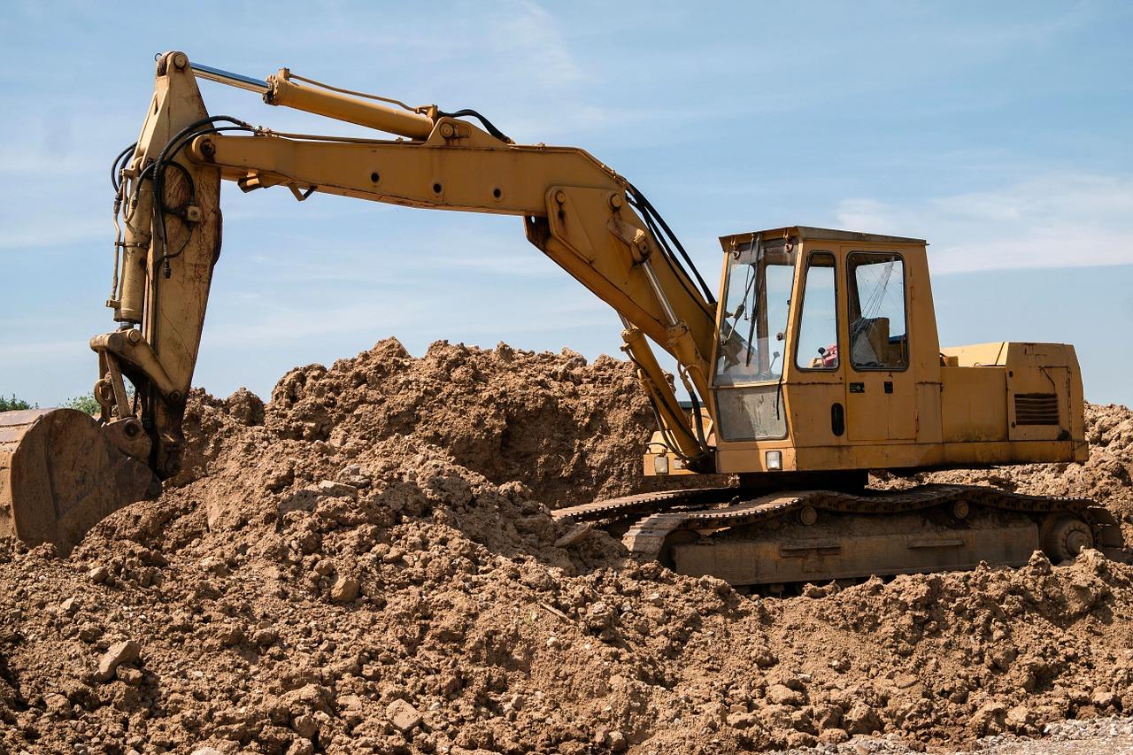 excavators-800996_1280-Pixabay